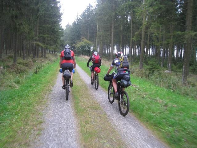 3 bikepackers